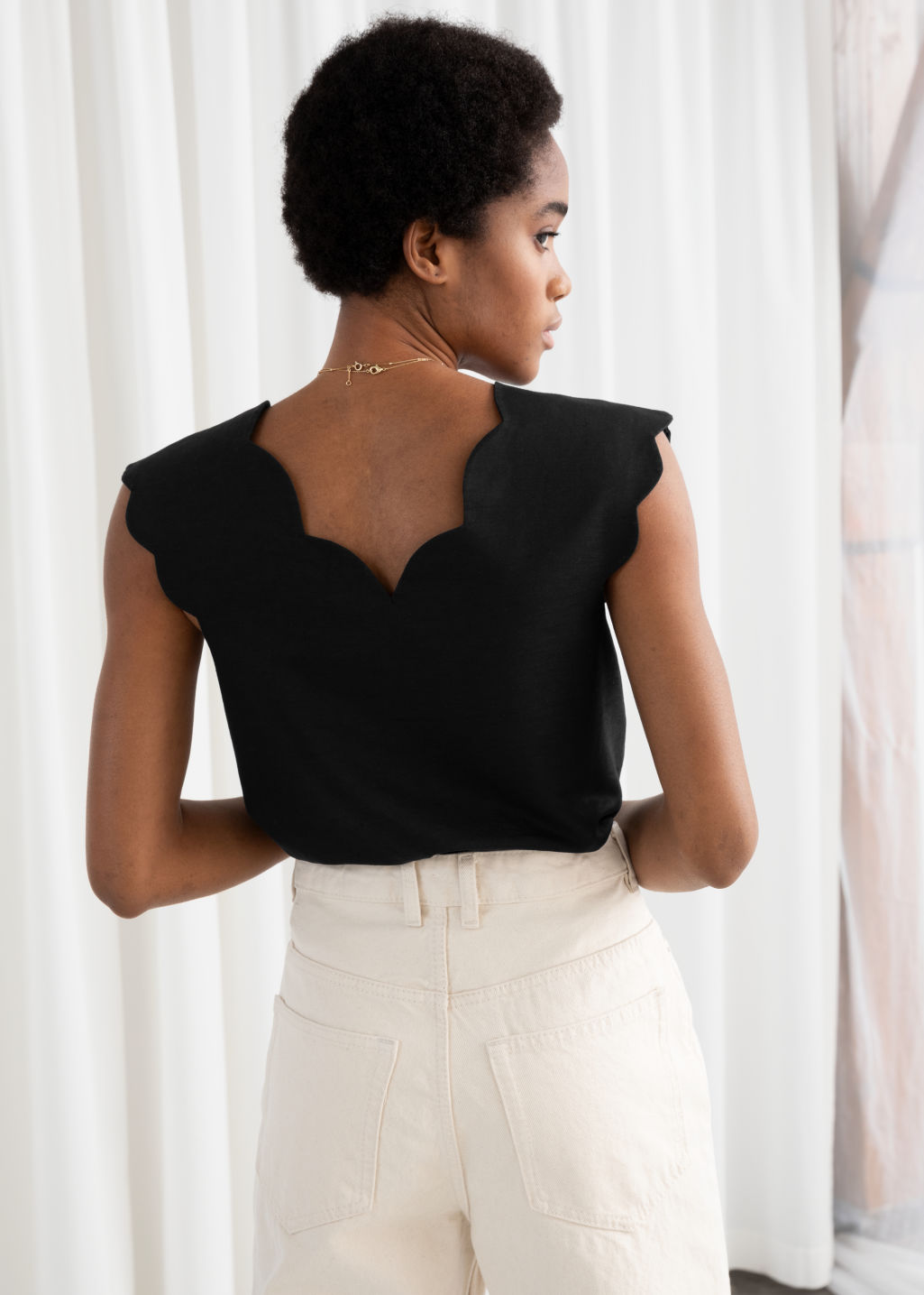 Model back image of Stories linen blend scalloped tank top in black