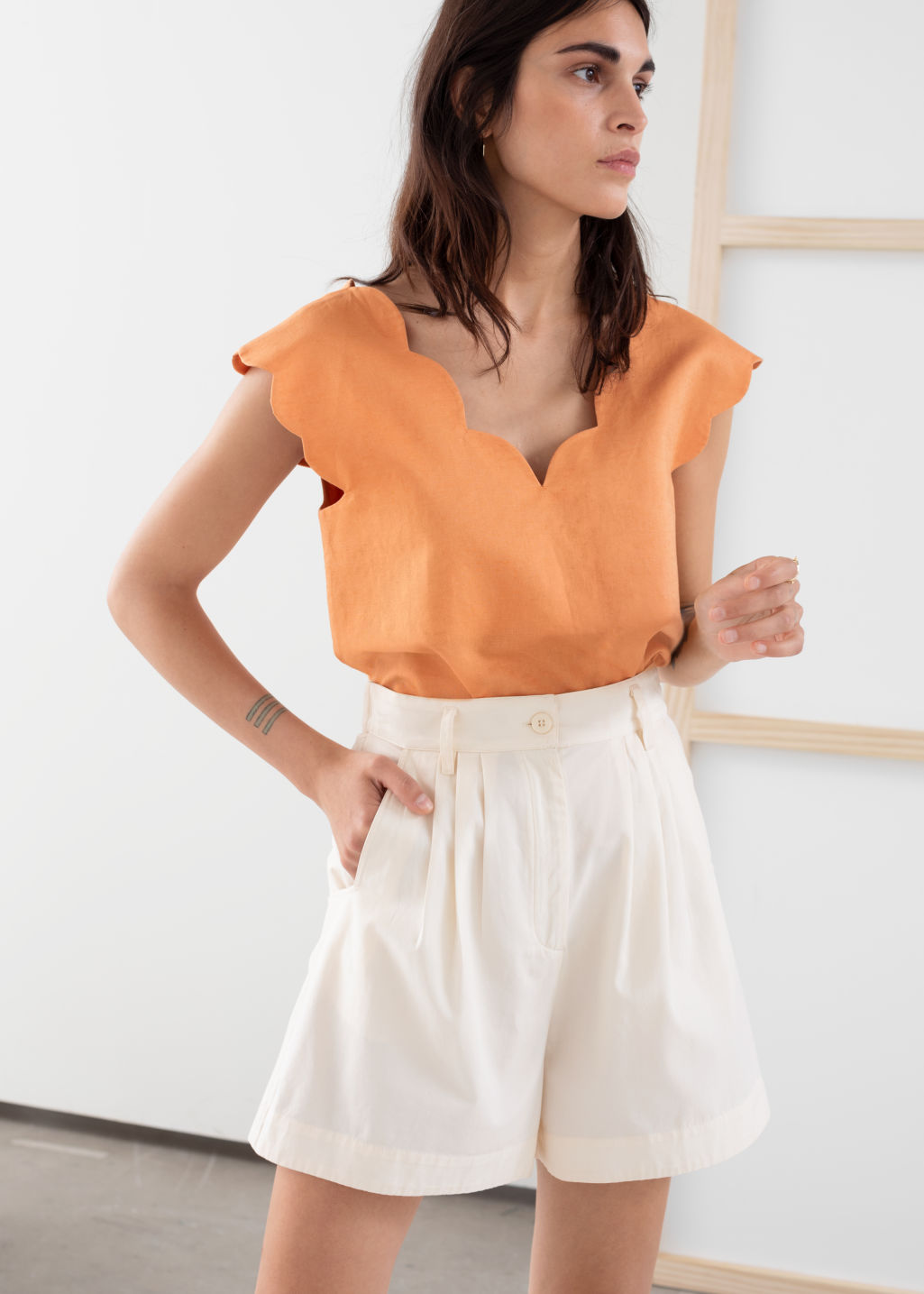Model front image of Stories linen blend scalloped tank top in orange