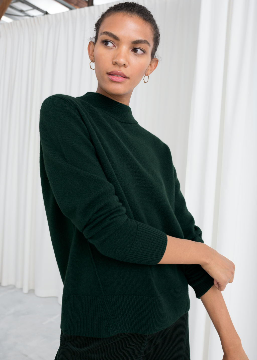 Model front image of Stories relaxed fit cashmere sweater in green