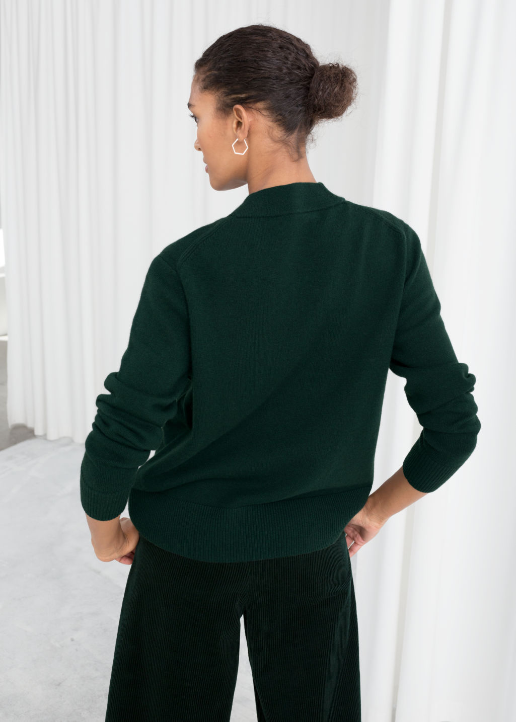 Model back image of Stories relaxed fit cashmere sweater in green