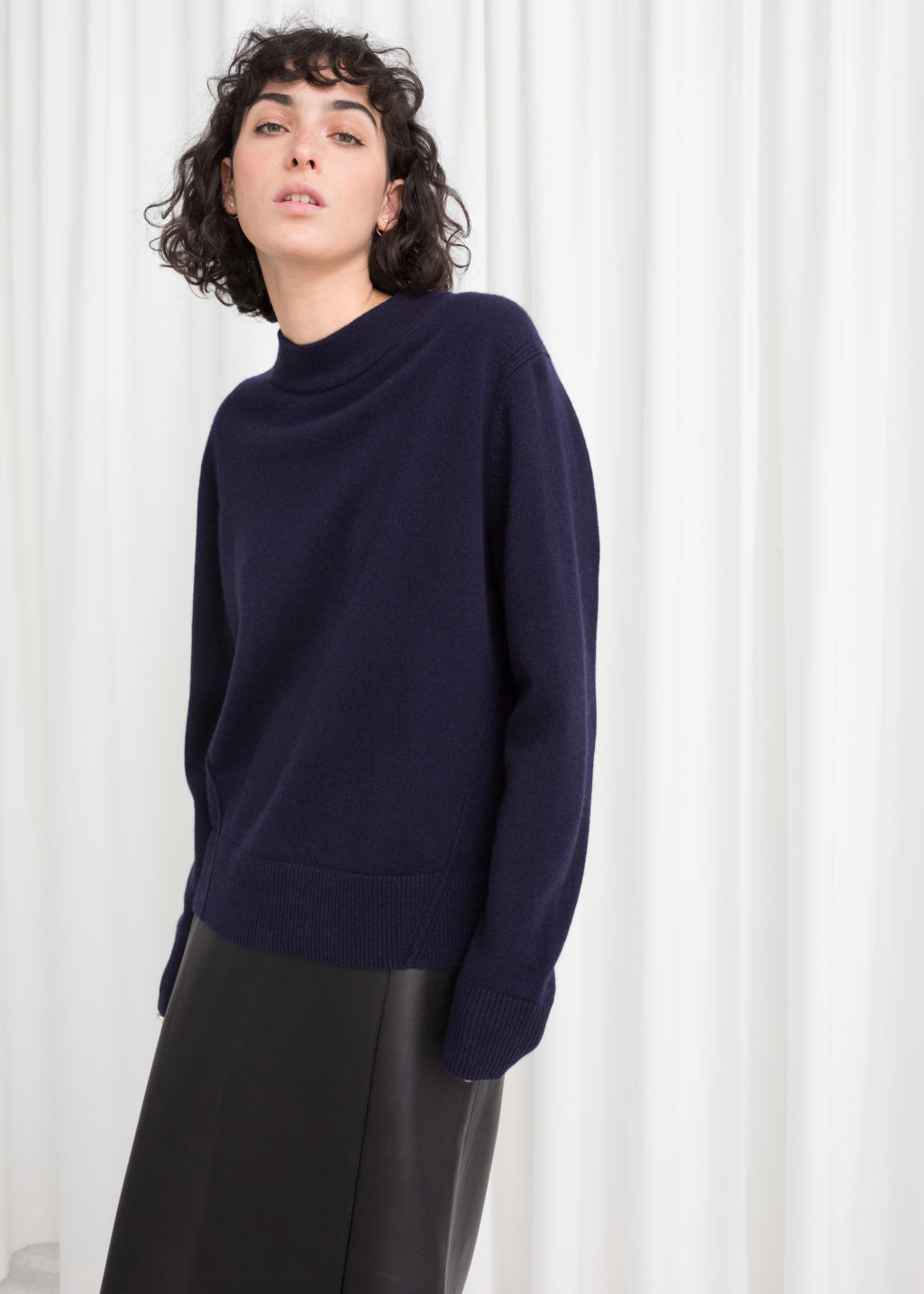 Model front image of Stories relaxed fit cashmere sweater in blue