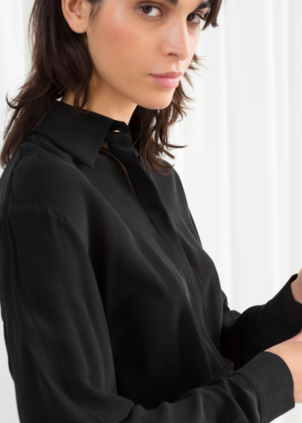 Model back image of Stories pointed collar silk shirt in black