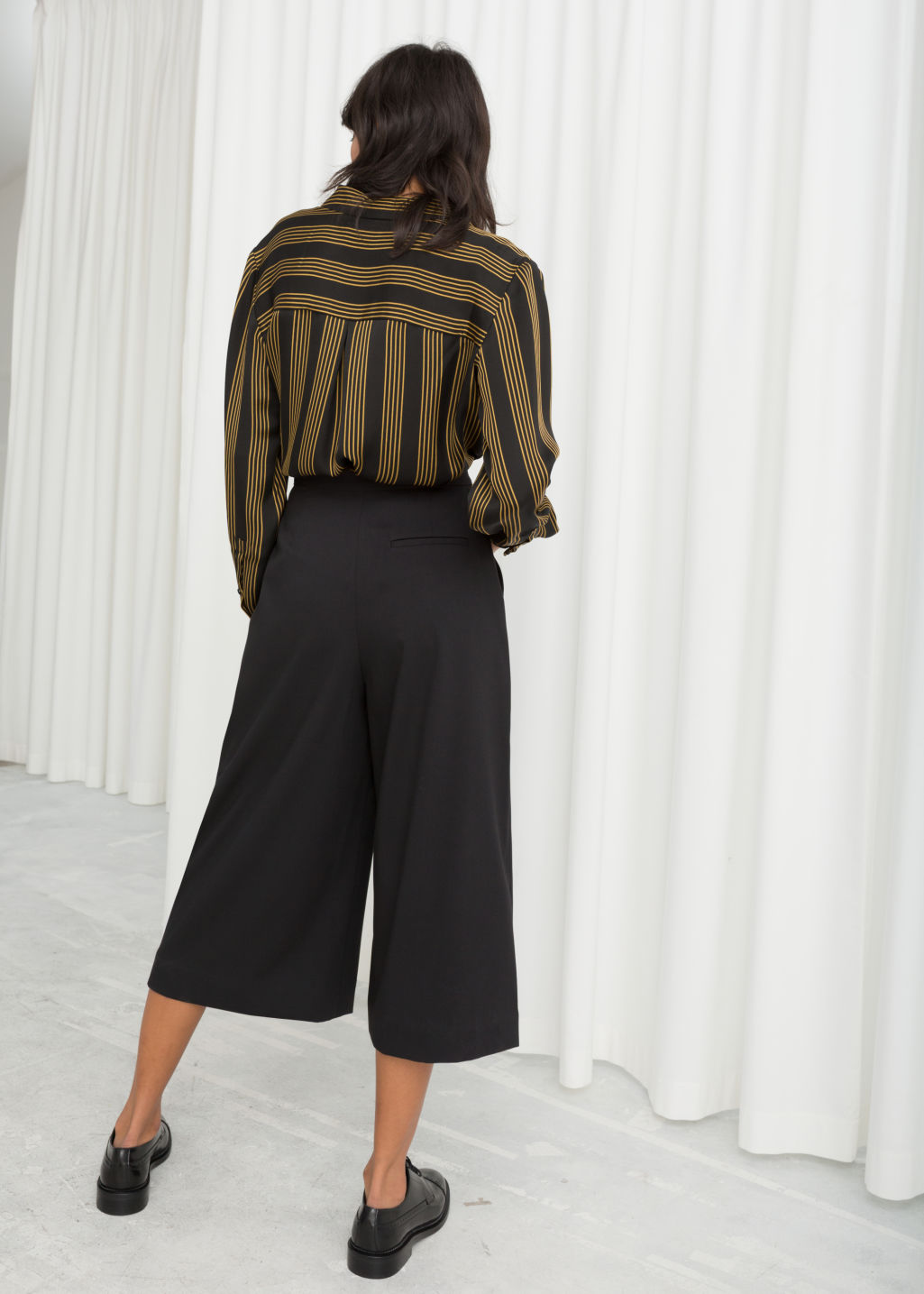 Model back image of Stories high waisted twill culottes in black