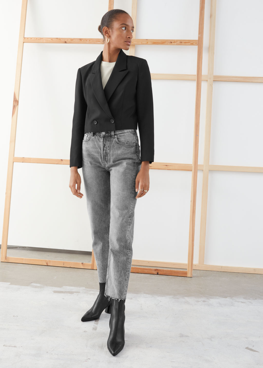 Model front image of Stories straight mid rise jeans in grey