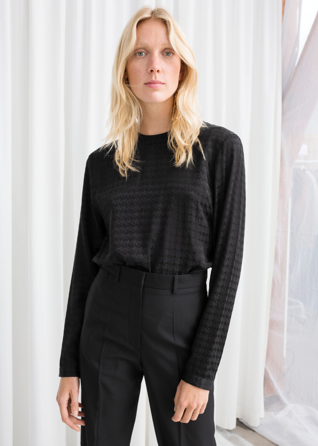 Model front image of Stories houndstooth top in black
