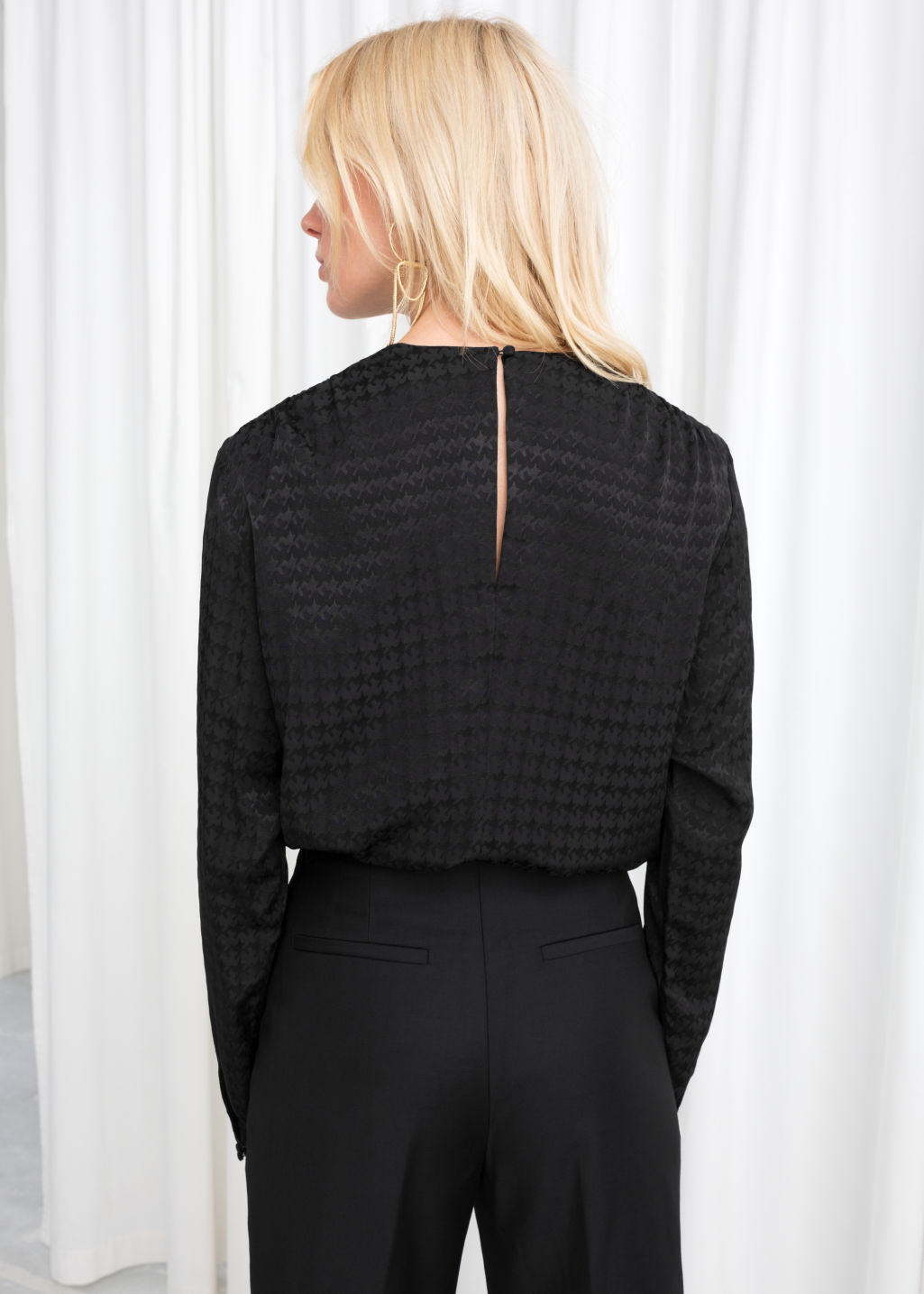 Model back image of Stories houndstooth top in black