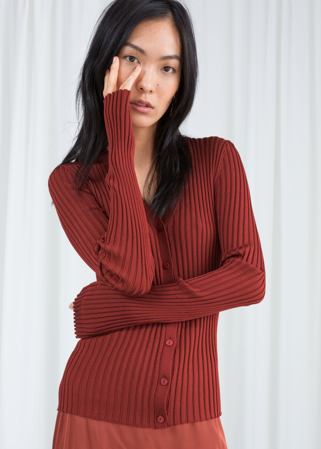 Model front image of Stories fitted ribbed cardigan in red