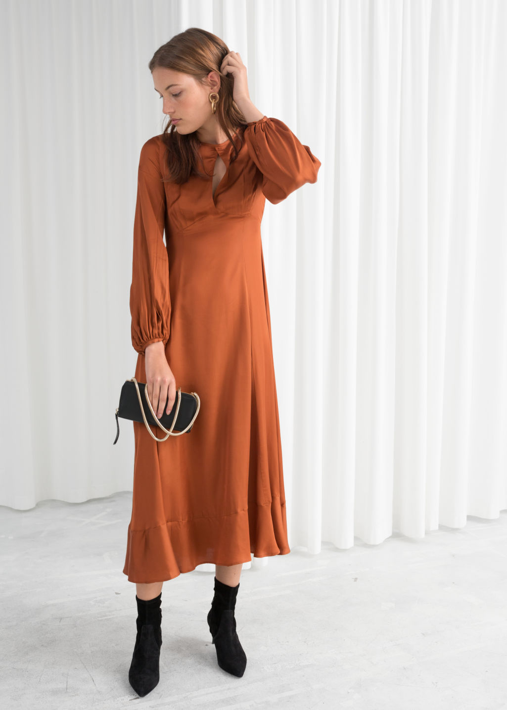 Model front image of Stories balloon sleeve midi dress in orange