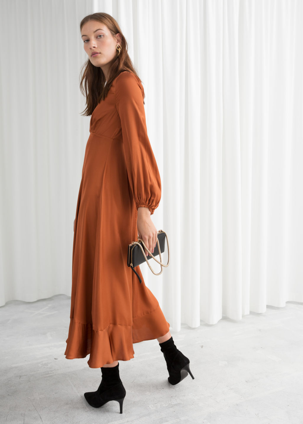 Model back image of Stories balloon sleeve midi dress in orange