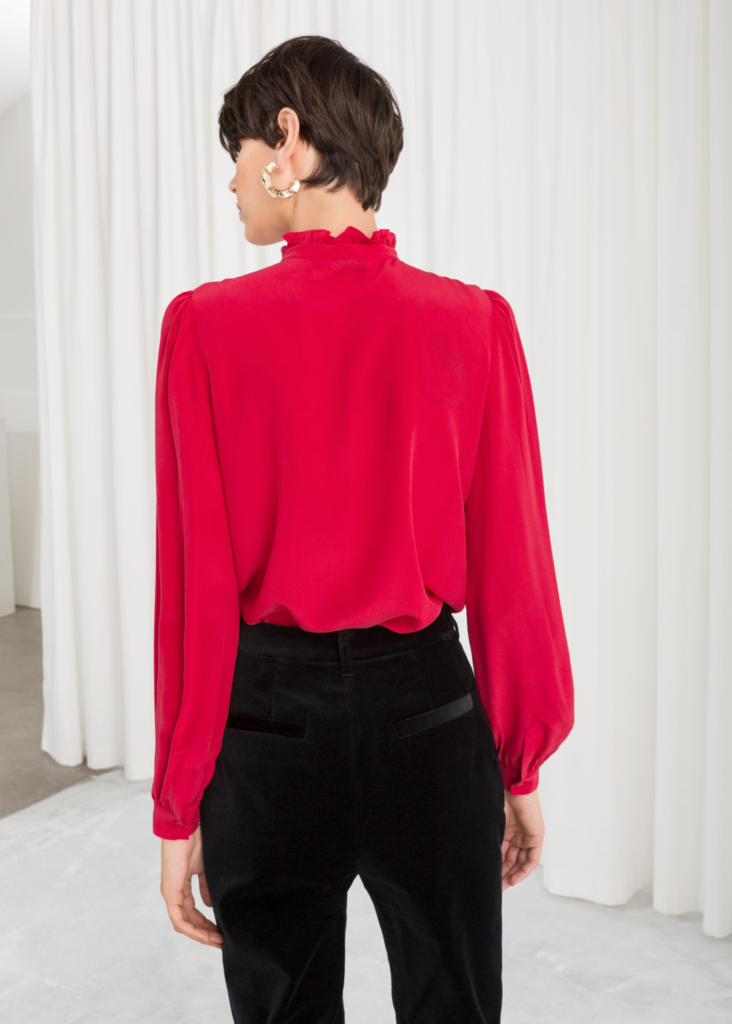 Model back image of Stories ruffle collar silk shirt in red