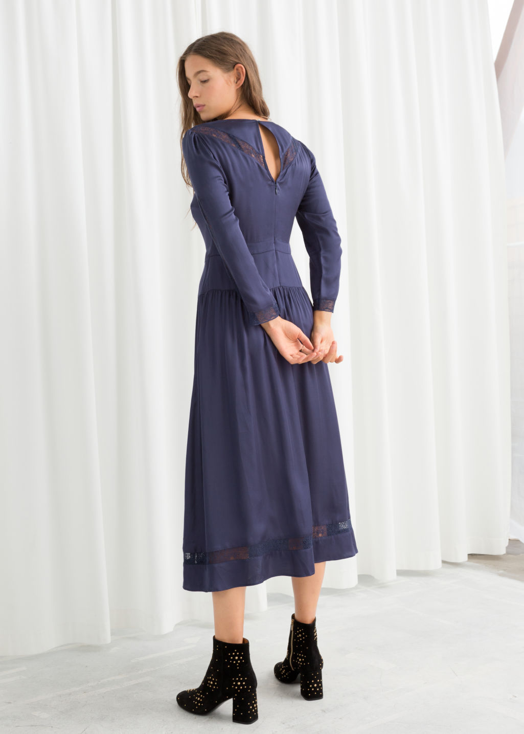 Model back image of Stories lace ribbon midi dress in blue