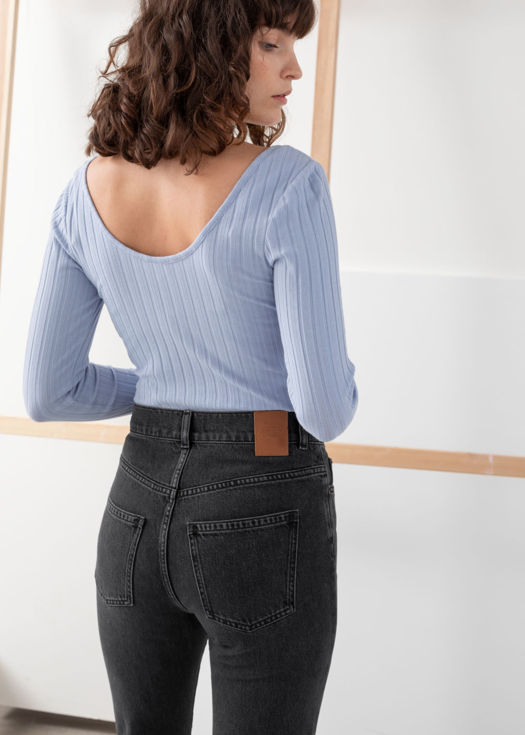 Model back image of Stories fitted scoop neck cotton top in blue