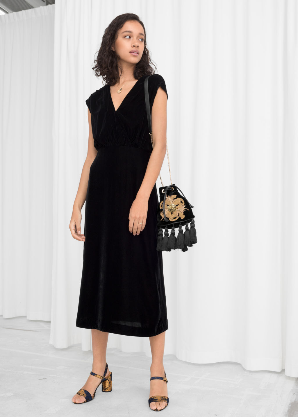 Model front image of Stories sleeveless velvet midi dress in black ... ce16af3e5