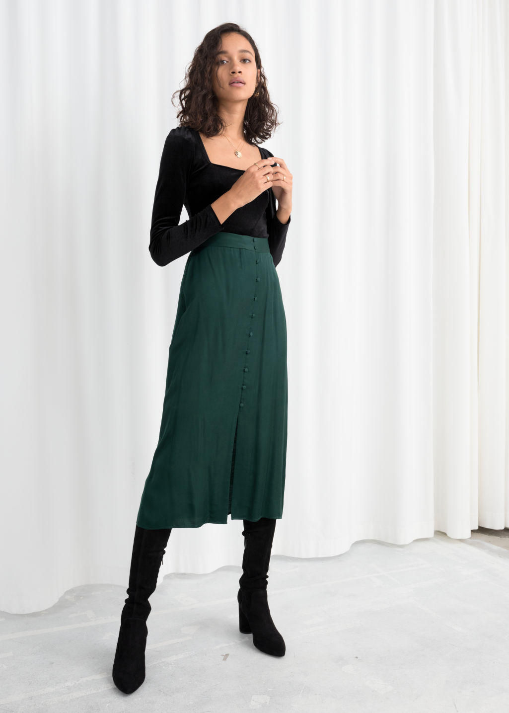 Model back image of Stories high waisted buttoned midi skirt in green