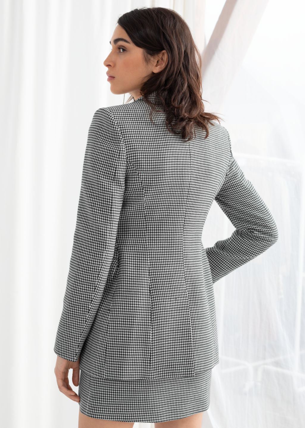 Model back image of Stories hourglass houndstooth blazer in black