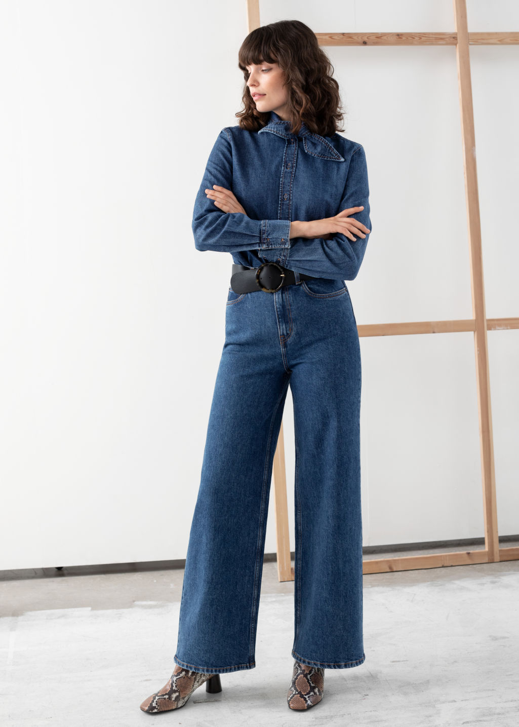 Model front image of Stories high rise culotte jeans in blue