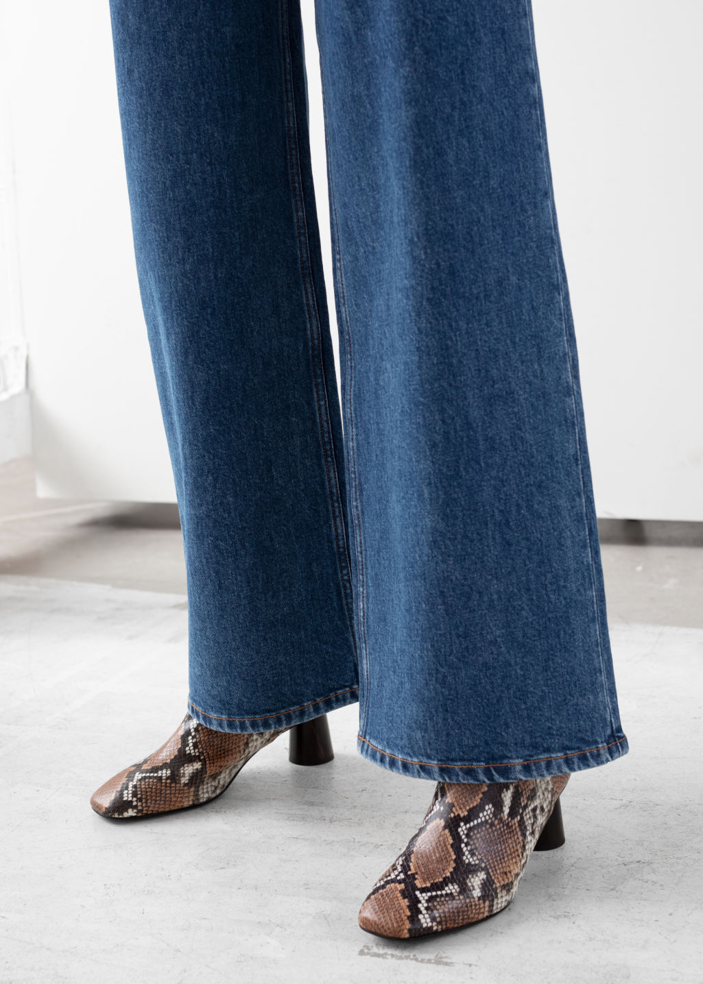 Model back image of Stories high rise culotte jeans in blue