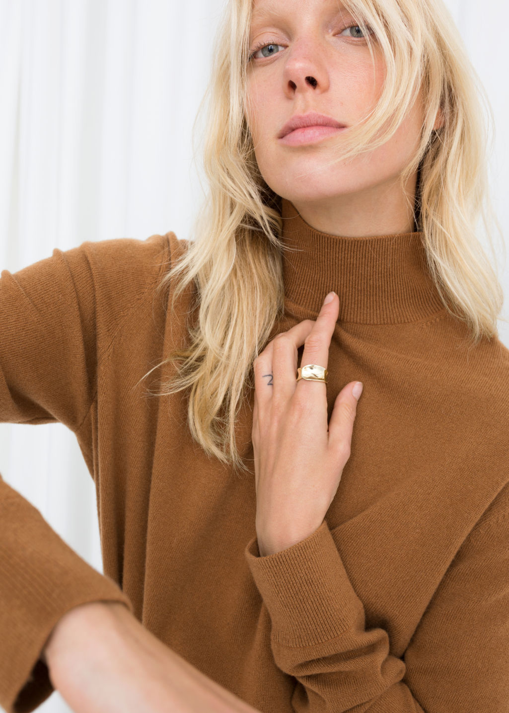 Model front image of Stories cashmere turtleneck in beige