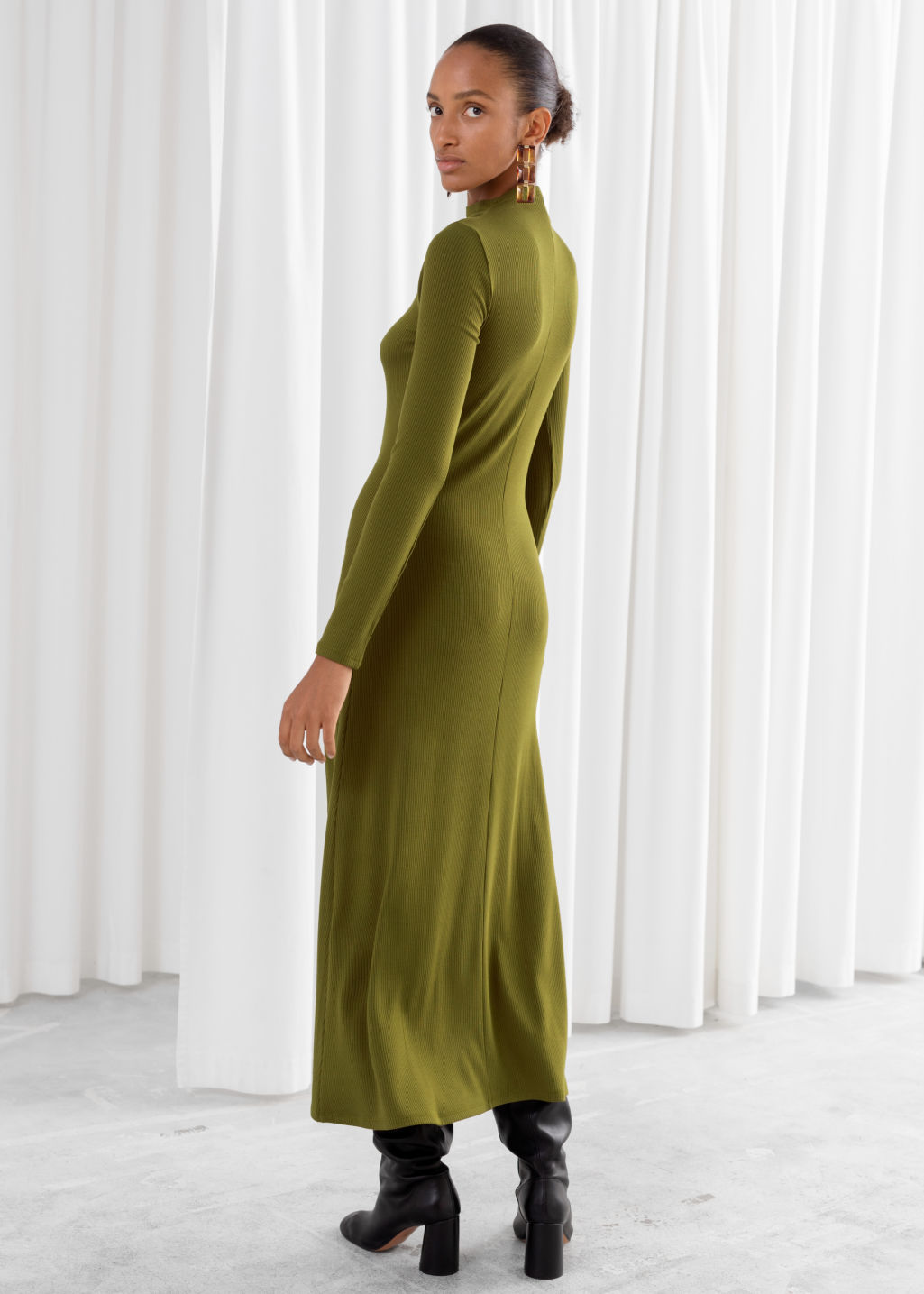 Model back image of Stories ribbed mock neck maxi dress in green