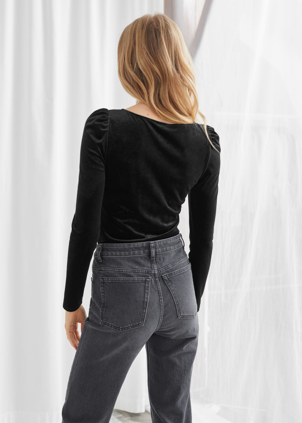 Model back image of Stories square neck velvet top in black