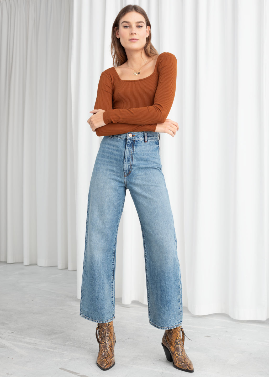 Model front image of Stories organic cotton wide fit jeans in blue