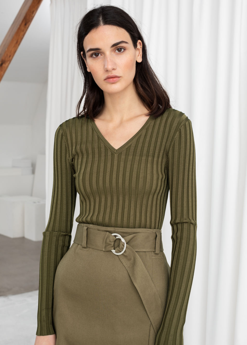 Model front image of Stories fitted v-neck ribbed top in green