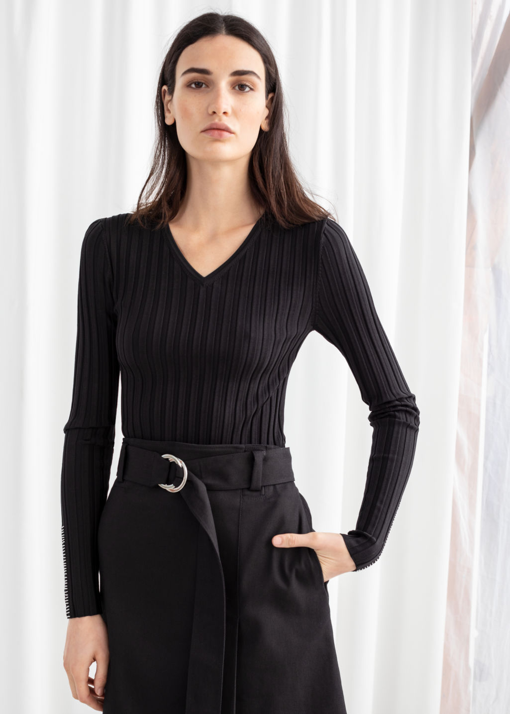 Model front image of Stories fitted v-neck ribbed top in black