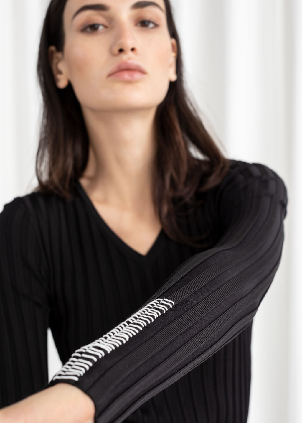 Model back image of Stories fitted v-neck ribbed top in black