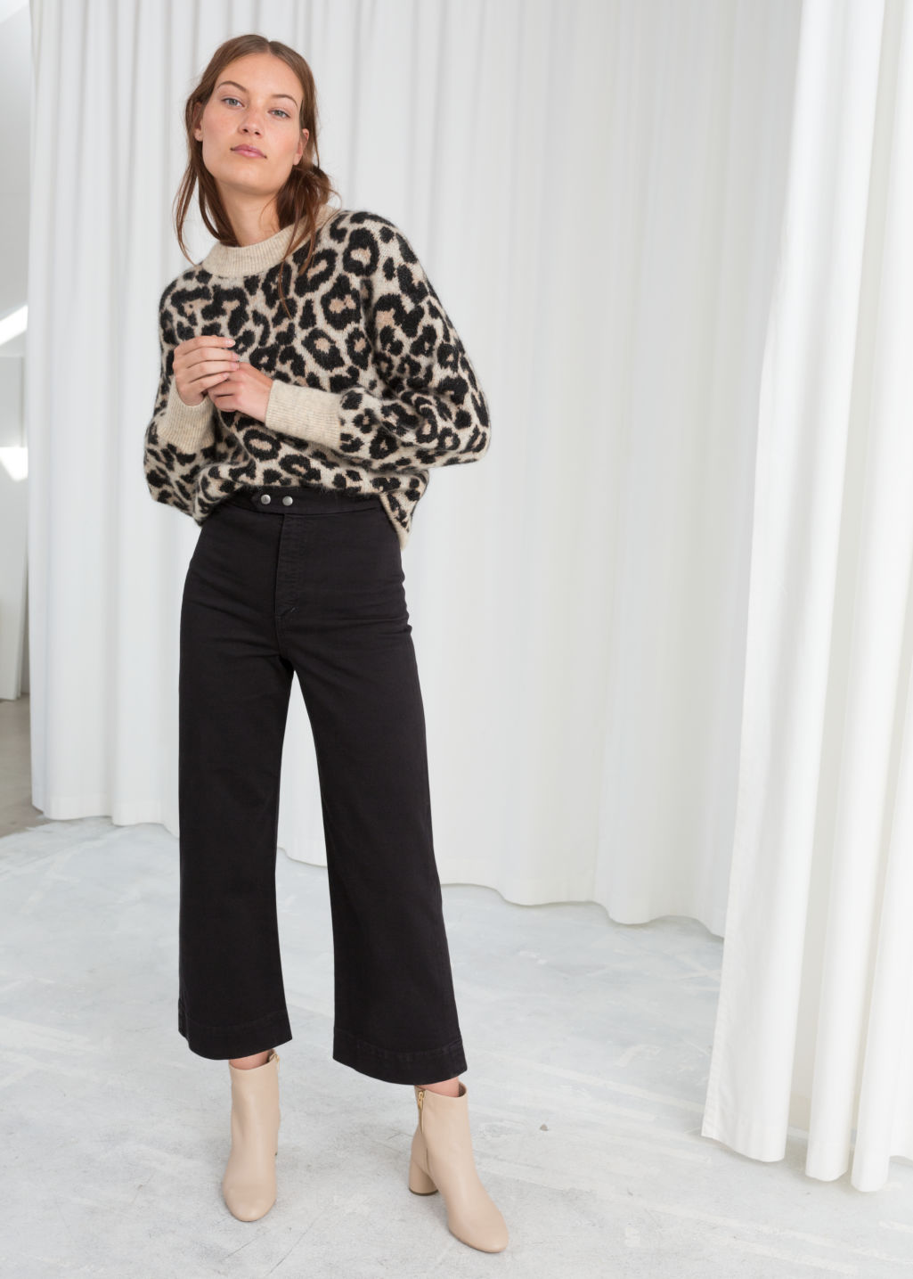 f753a370e716 Model front image of Stories twill culotte trousers in black ...