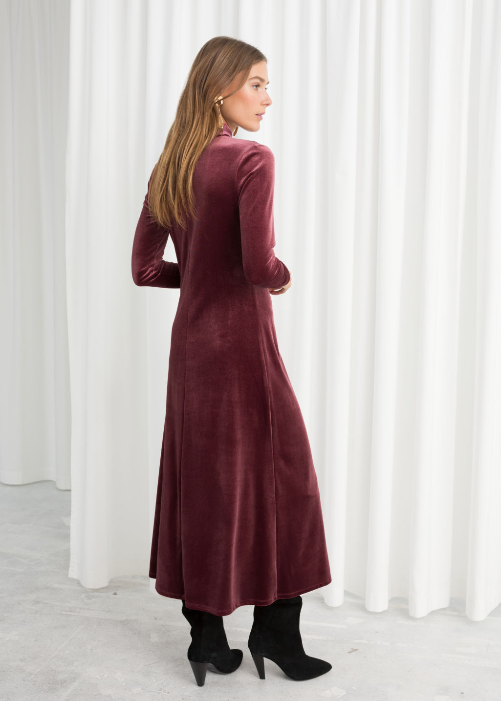 Model back image of Stories velvet turtleneck midi dress in red