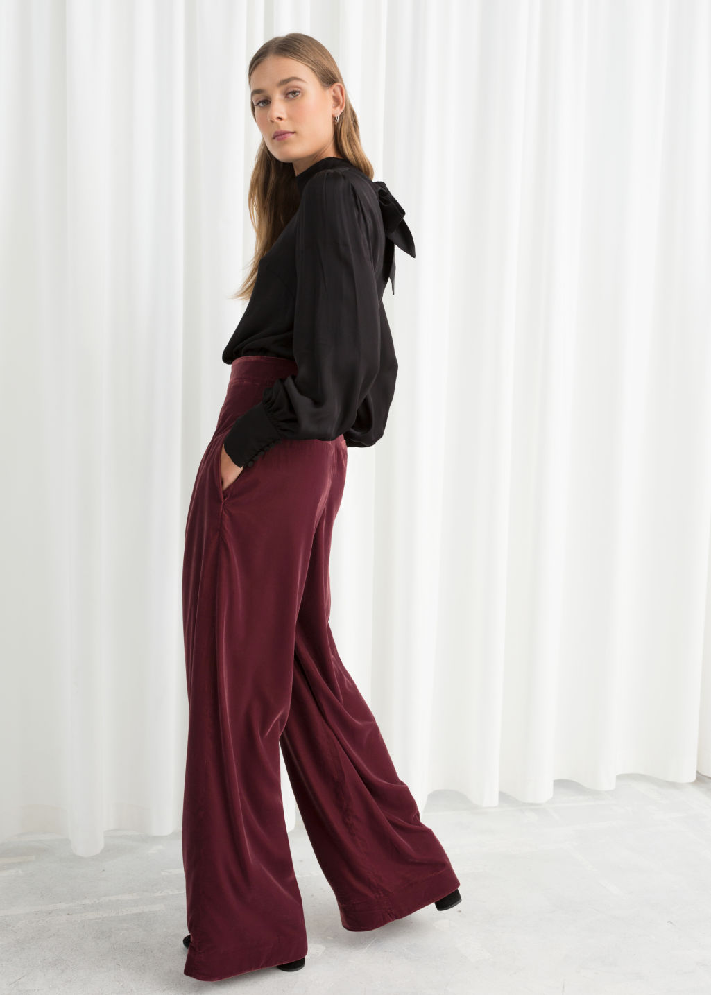 Model back image of Stories high waisted velvet trousers in red