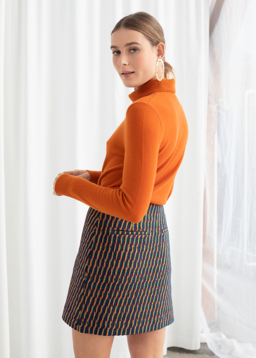 Model back image of Stories fitted cashmere turtleneck in orange