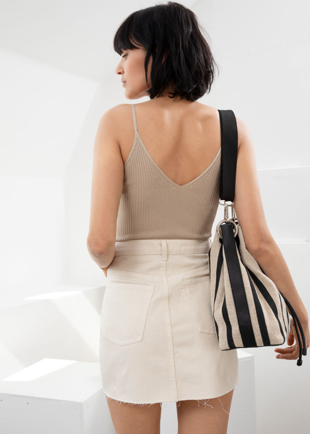 Model back image of Stories v-cut rib knit tank  in beige