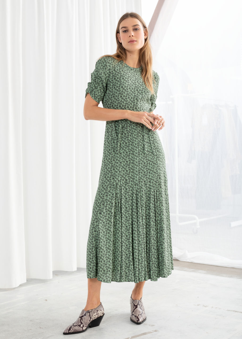 15ebc73ffad8 Model front image of Stories open back floral midi dress in green ...