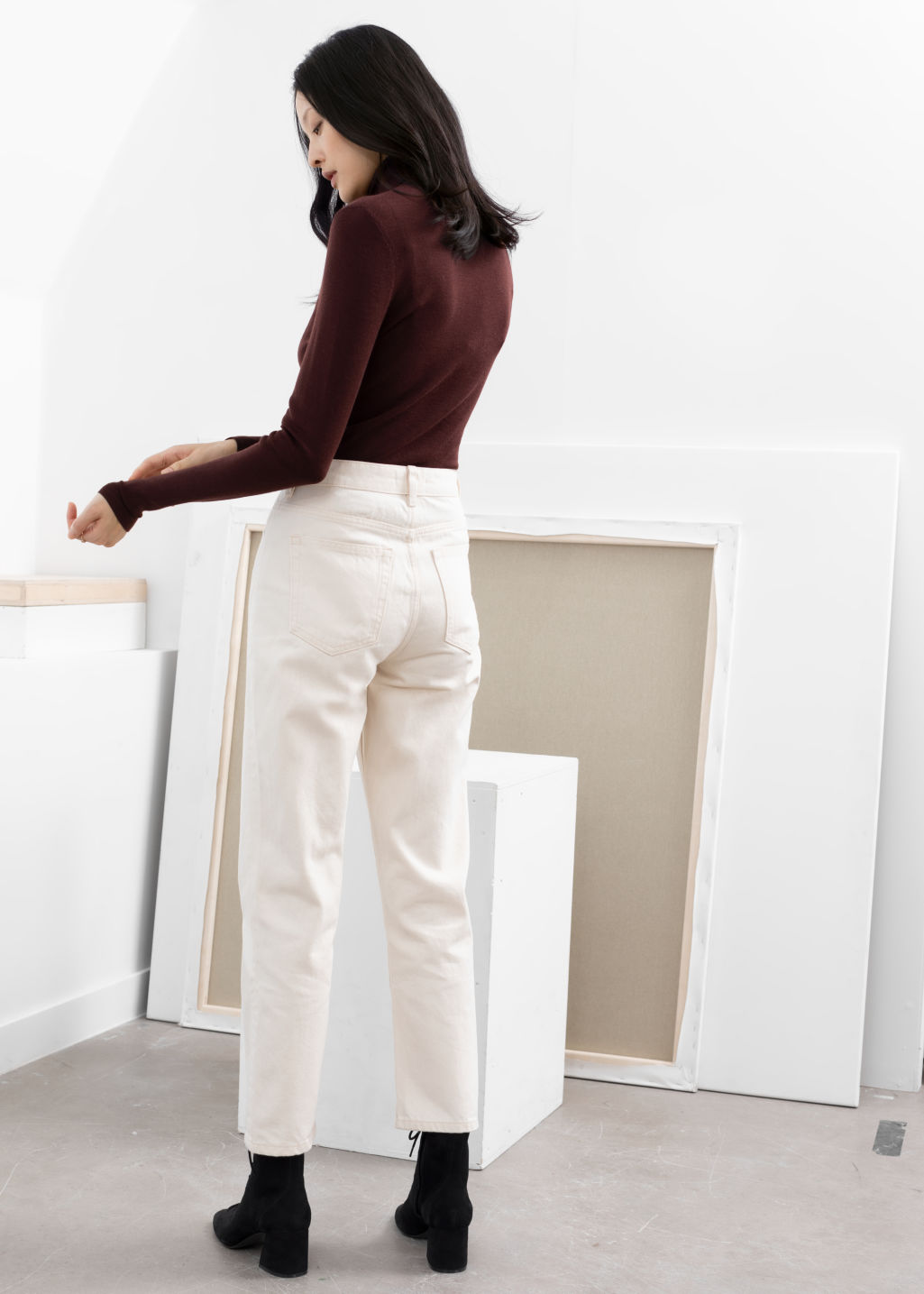 Model back image of Stories tapered mid rise jeans in white