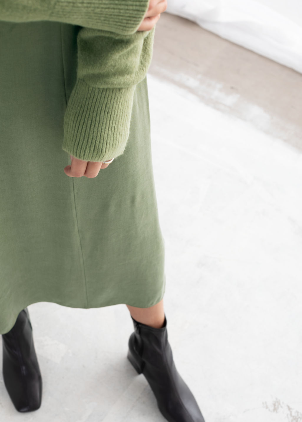 Model back image of Stories a-line midi skirt in green