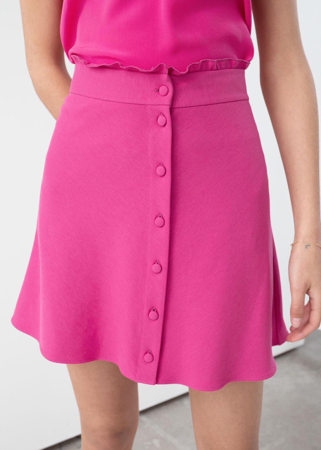 Model back image of Stories ruffle waist cotton flared skirt in pink