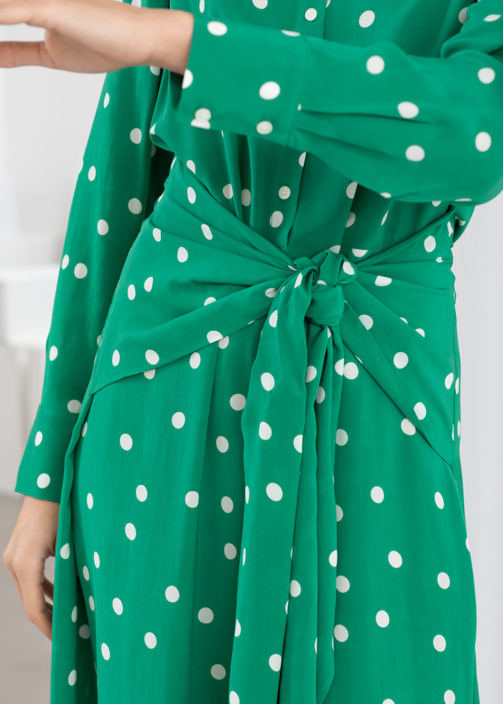 Model back image of Stories polka dot waist tie midi dress in green
