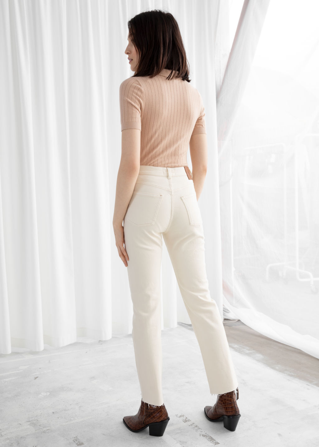 Model back image of Stories tapered high rise jeans in white