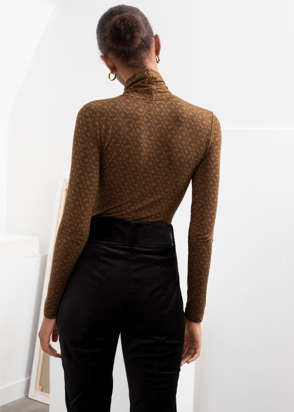 Model back image of Stories fitted stretch turtleneck top in beige