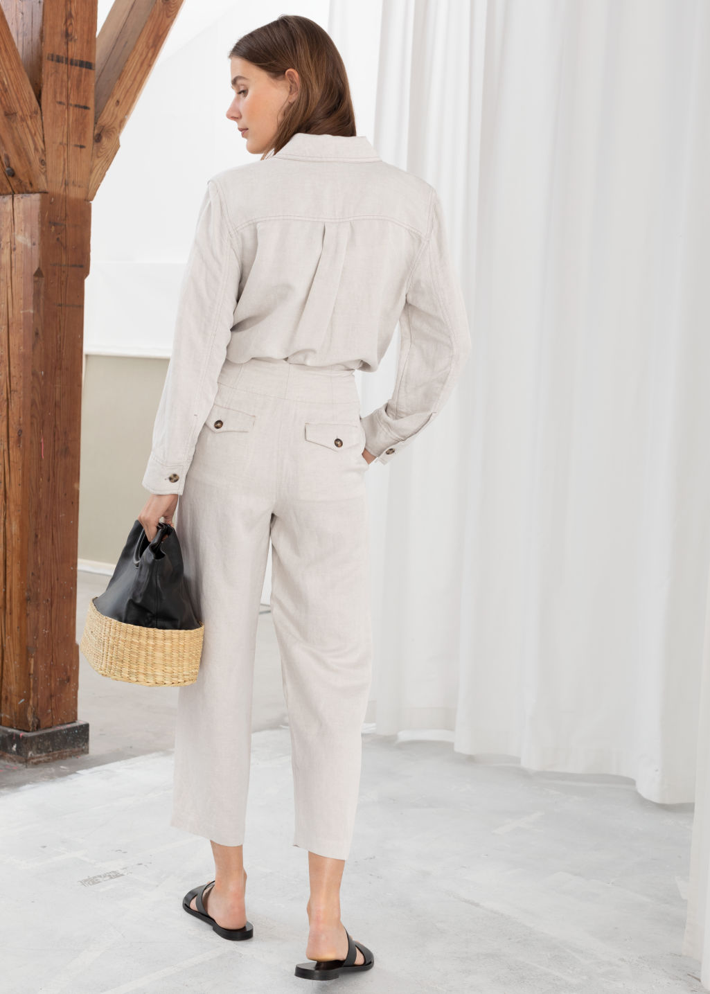 Model back image of Stories high waisted linen blend trousers in white