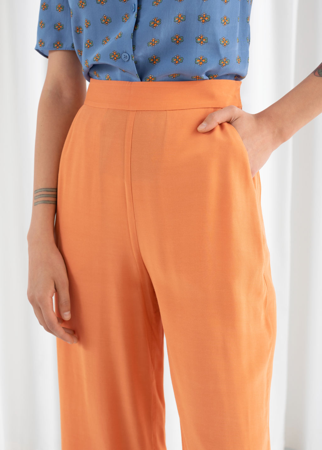 Model back image of Stories high waisted flared trousers in orange
