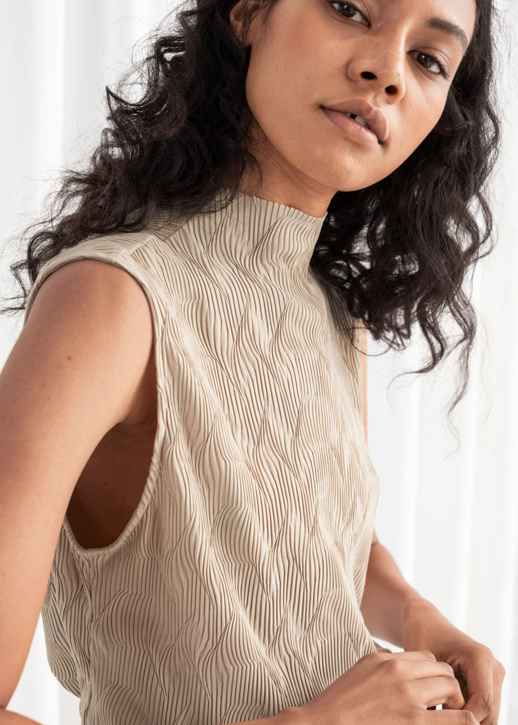 Model back image of Stories plissé pleated mock neck tank in beige