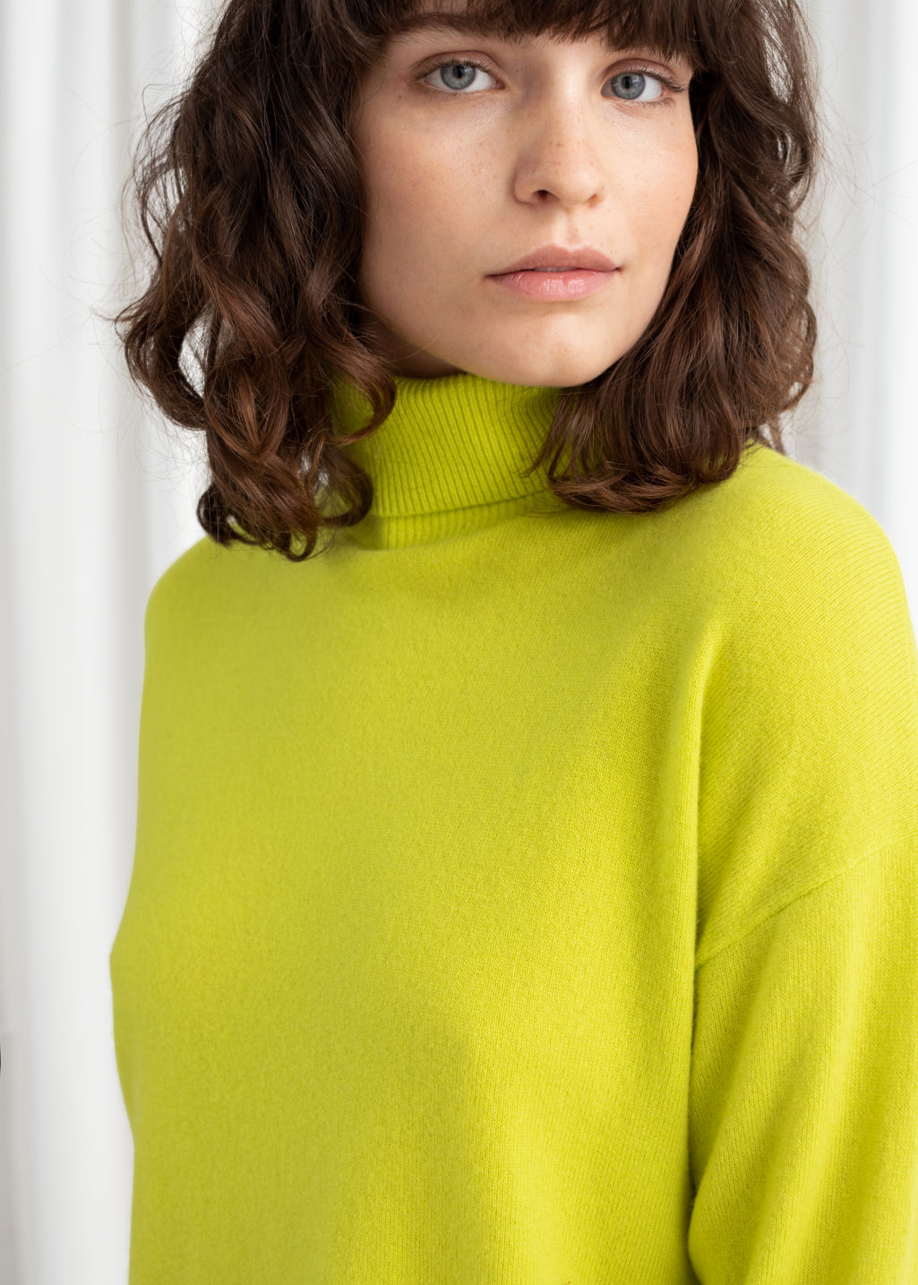 Model back image of Stories cashmere turtleneck sweater in yellow