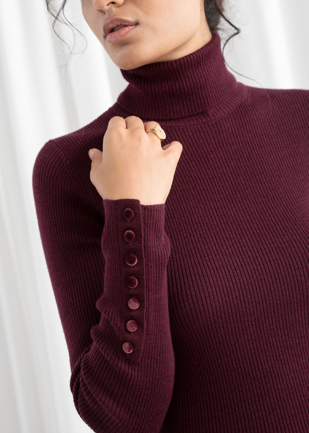 Model back image of Stories fitted button cuff ribbed turtleneck in red