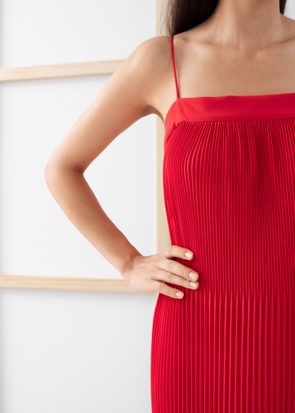 Model back image of Stories plissé pleated midi dress in red