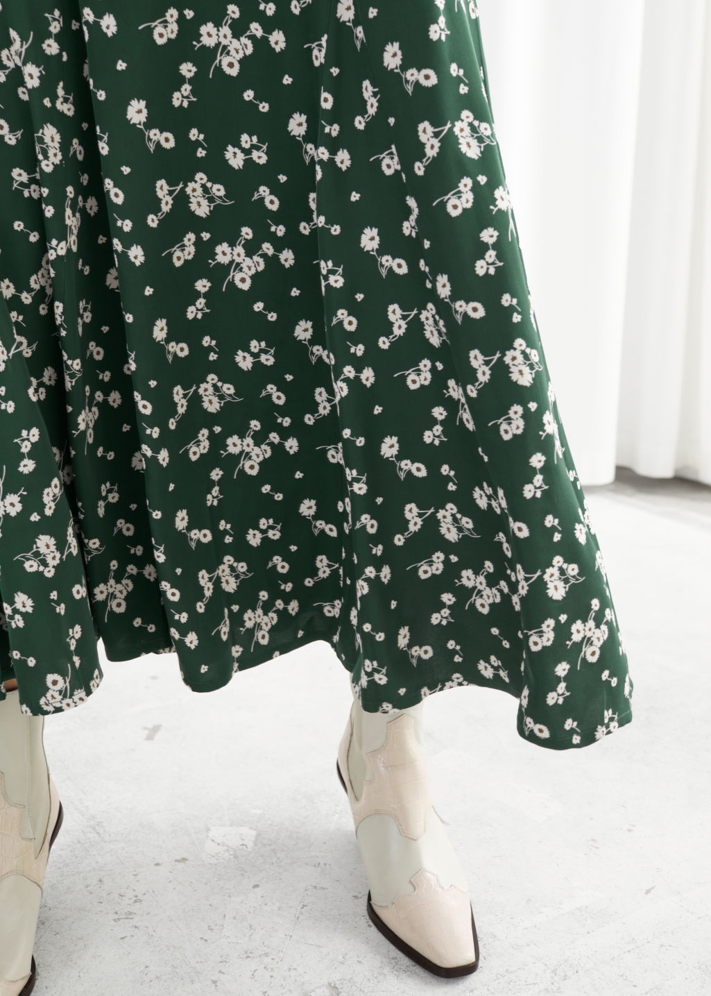 Model front image of Stories daisy print flared midi skirt in green