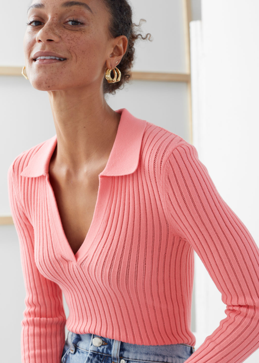 Model front image of Stories ribbed v-neck polo knit top in pink