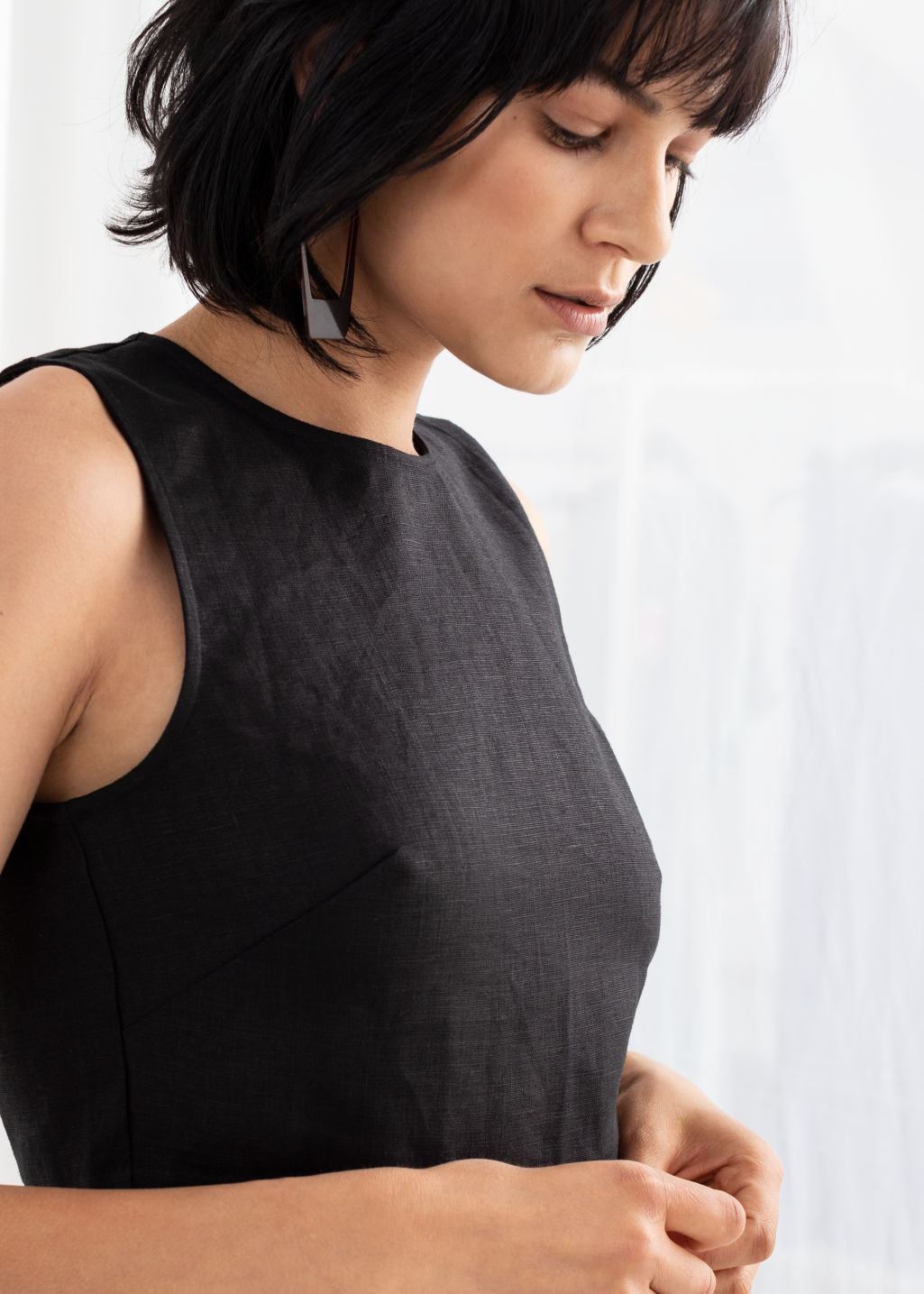 Model back image of Stories cropped lyocell tank top in black