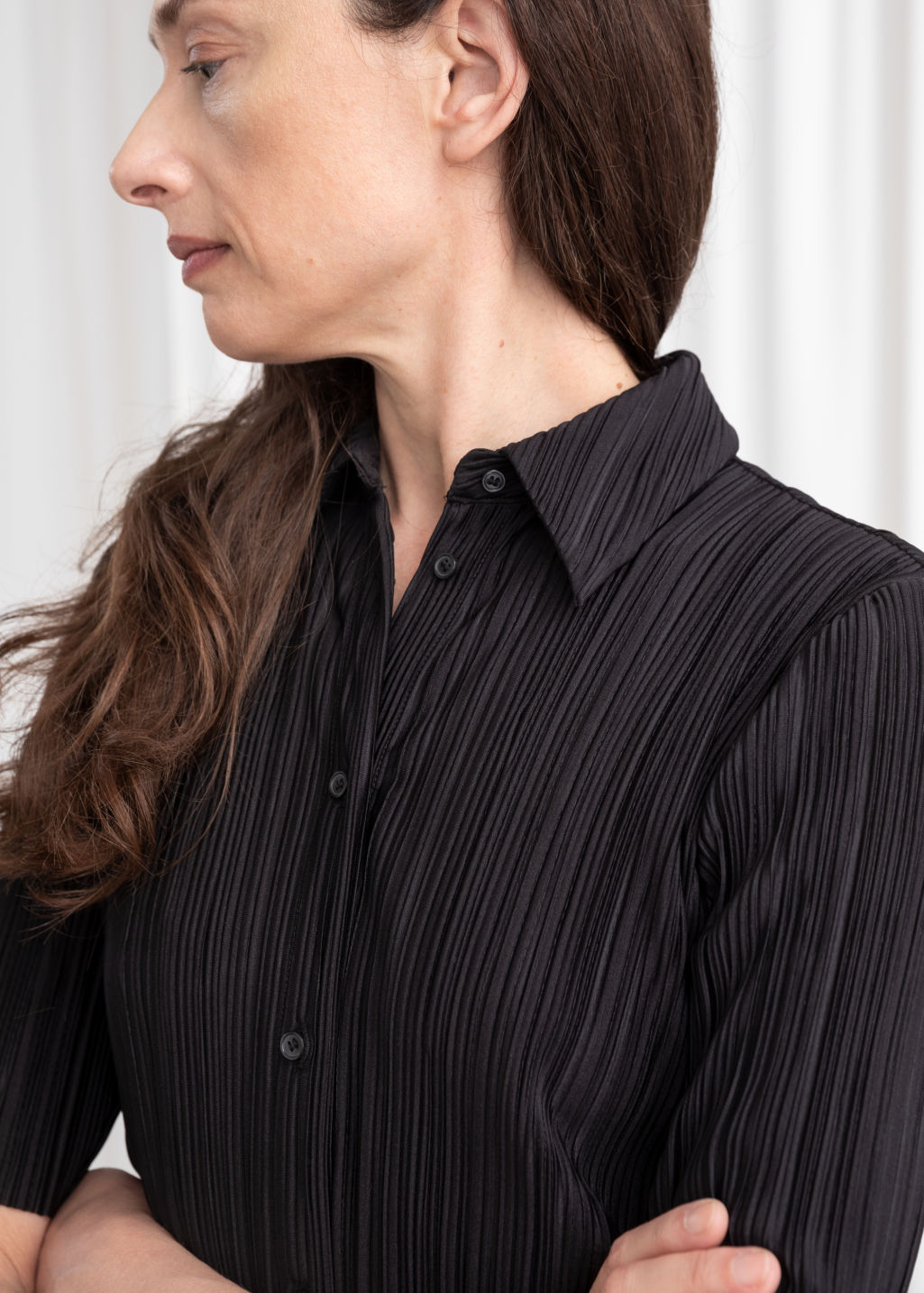 Model back image of Stories plissé pleated button down blouse in black